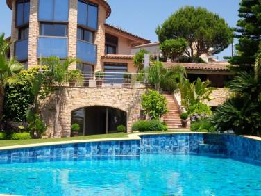 Cannes – Villa Somptueuse à pied des plages